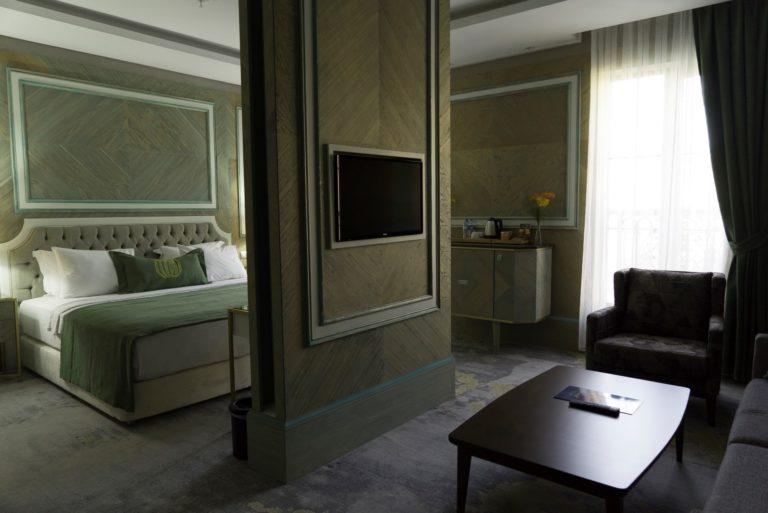 junior-suite-mirart-hotel (1)