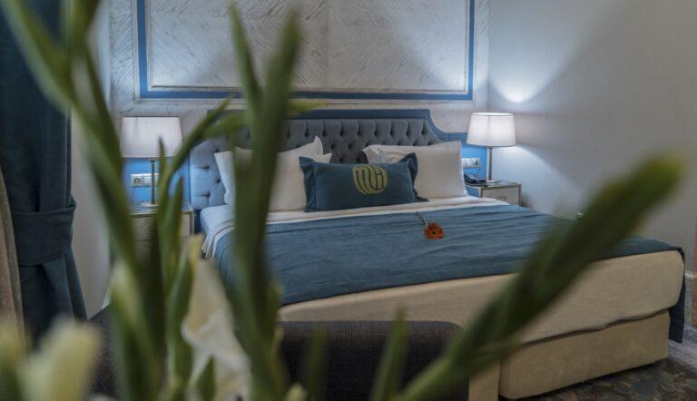mirart-deluxe-king-room-2