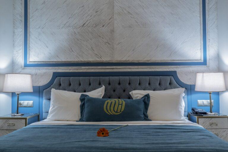 mirart-deluxe-king-room