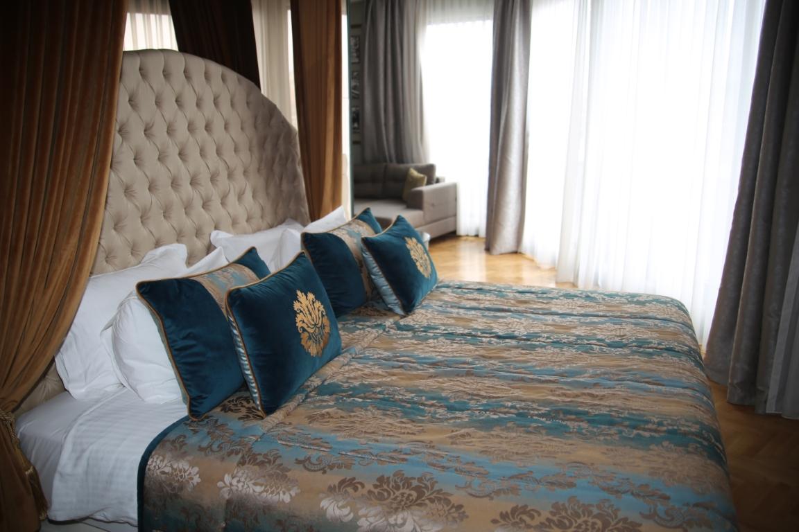 Mirart Hotel - mirart king suite 4